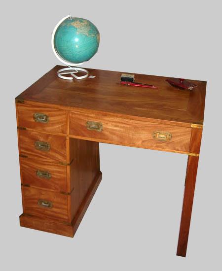 pratique petit bureau pour enfant ou pour petit espace dans une maison. Black Bedroom Furniture Sets. Home Design Ideas