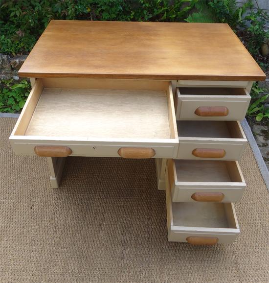 joli bureau ancien bois peint modele ann es 1950. Black Bedroom Furniture Sets. Home Design Ideas