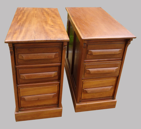 Bureau ancien en teck 2 caissons et plateau de verre for Plateau en verre pour bureau