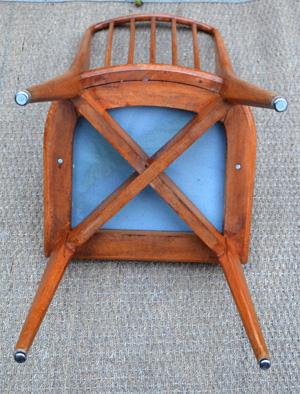s rie de 4 chaises barreaux ann es 70. Black Bedroom Furniture Sets. Home Design Ideas