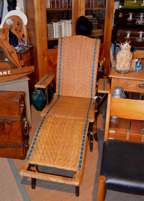 Chaise longue ancienne en rotin avec repose pieds de la maison du rotin nancy - La chaise longue boutique ...