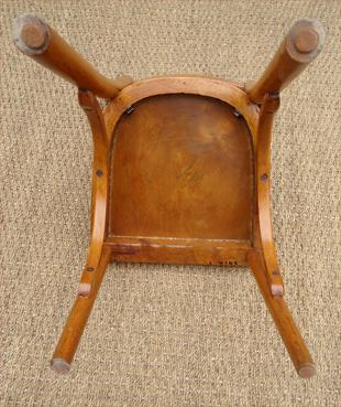Petite chaise pour enfant baumann mobilier pour enfant en bois courb for Evolution de la chaise