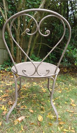 Cinq chaises anciennes de jardin en fer forgé