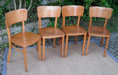 quatre chaises thonet anciennes dossier plein cintr fabriqu es en tchecoslovaquie. Black Bedroom Furniture Sets. Home Design Ideas