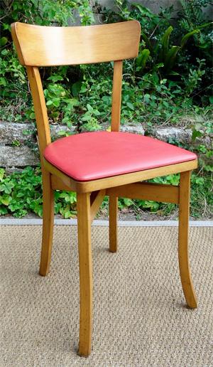 quatre chaises de bistrot vintage avec assise en skai rouge. Black Bedroom Furniture Sets. Home Design Ideas