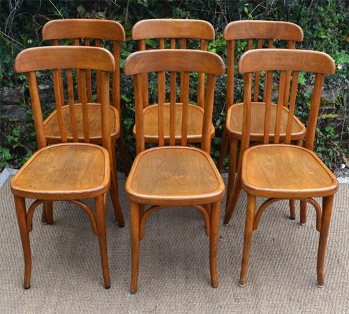 Belle s rie de 6 chaises de bistrot anciennes en bois clair for Chaises bistrot anciennes