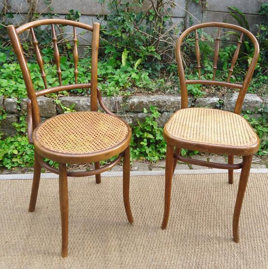paire de chaises anciennes assise cann es. Black Bedroom Furniture Sets. Home Design Ideas