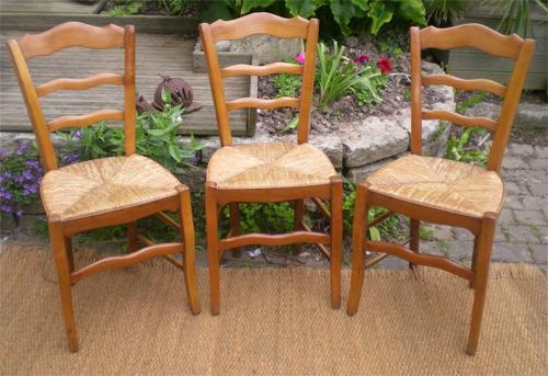 trois belles chaises anciennes et authentiques en merisier louis philippe. Black Bedroom Furniture Sets. Home Design Ideas