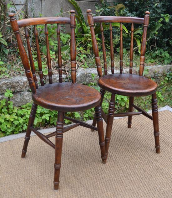 chaises de bistrot irlandais en ch ne teint. Black Bedroom Furniture Sets. Home Design Ideas