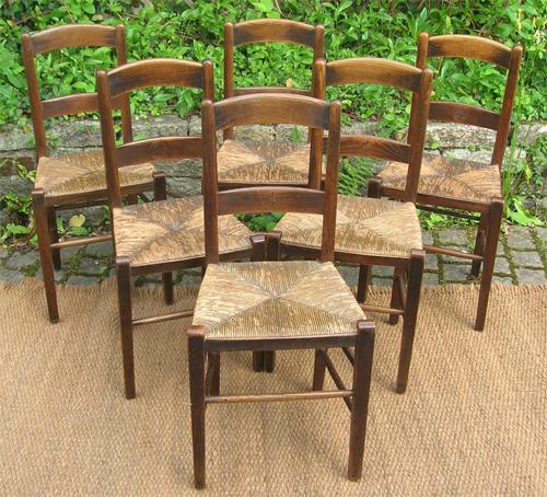 s rie de chaise d 39 glise marqu es d 39 une croix de lorraine. Black Bedroom Furniture Sets. Home Design Ideas