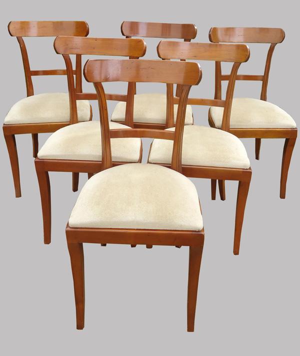 six chaises en merisier de style classique mais contemporaines. Black Bedroom Furniture Sets. Home Design Ideas