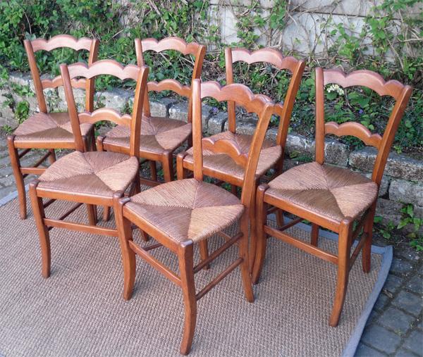 s rie de 6 belles chaises paill es anciennes en merisier dessin classique. Black Bedroom Furniture Sets. Home Design Ideas