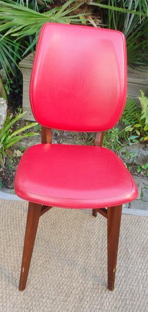 4 chaises vintage dossier et assise en skai rouge. Black Bedroom Furniture Sets. Home Design Ideas