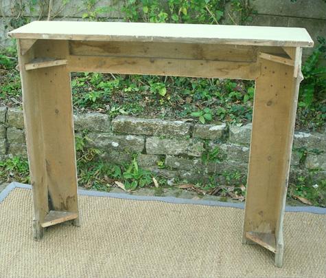 bel encadrement de chemin e ancien en bois transformer. Black Bedroom Furniture Sets. Home Design Ideas