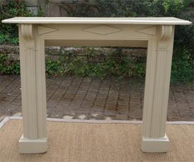 Anciens encadrements de chemin e en bois peint vendus par - Contour de cheminee decoratif ...