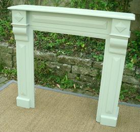 Anciens encadrements de chemin e en bois peint vendus par fabienne blondiau - Encadrement cheminee bois ...
