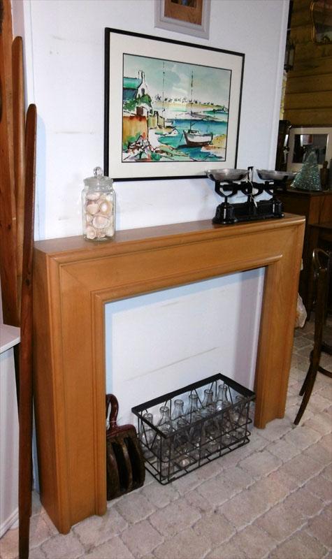 bel encadrement de chemin e au design contemporain menuisier le corre auray. Black Bedroom Furniture Sets. Home Design Ideas