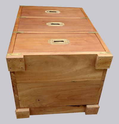 Beau et pratique chevet trois tiroirs en bois exotique - Meuble trois tiroirs ...