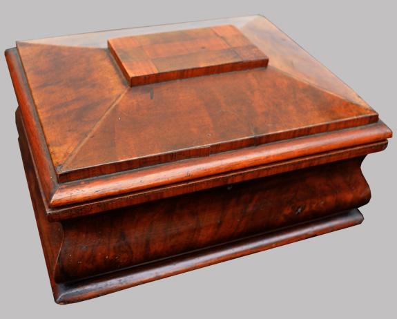 coffret bijoux ancien en acajou. Black Bedroom Furniture Sets. Home Design Ideas