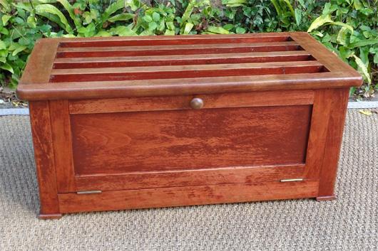 coffre chaussures ancien en bois peint. Black Bedroom Furniture Sets. Home Design Ideas