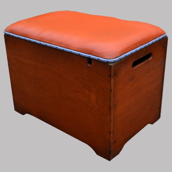 coffre vintage avec dessus ska orange. Black Bedroom Furniture Sets. Home Design Ideas