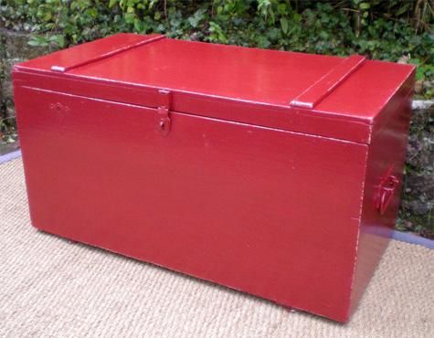 joli coffre jouets ancien en bois peint. Black Bedroom Furniture Sets. Home Design Ideas