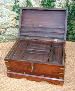 http://www.authentic-antiques.com/images/coffre_palissandre_2012_ouvert.jpg