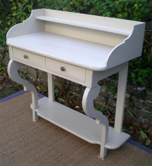 console ancienne en bois peint pouvant servir de bureau. Black Bedroom Furniture Sets. Home Design Ideas