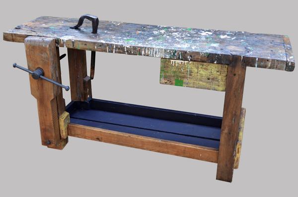 etabli ancien de menuisier en bois massif avec son valet métallique