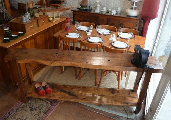 etabli ancien de menuisier en bois massif avec tau de la marque parkinson. Black Bedroom Furniture Sets. Home Design Ideas