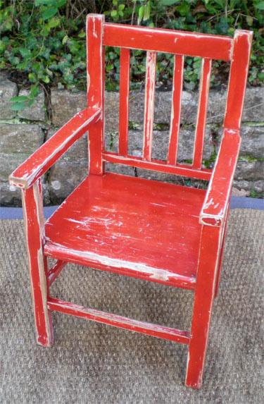 S duisant petit fauteuil pour enfant rustique patine gouge ancienne - Fauteuil rouge enfant ...