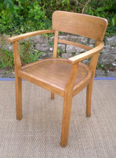 ancien solide et rustique fauteuil de bureau en h tre. Black Bedroom Furniture Sets. Home Design Ideas