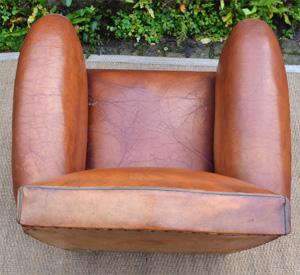 paire de fauteuils club en cuir. Black Bedroom Furniture Sets. Home Design Ideas