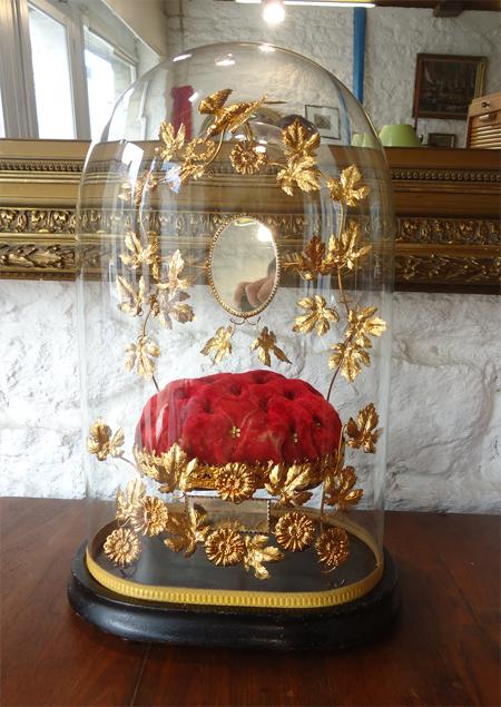 globe de mari e ancien avec son globe de verre. Black Bedroom Furniture Sets. Home Design Ideas