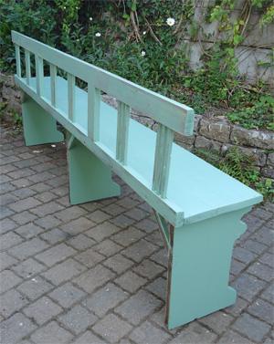 Grand banc ancien en bois peint pour jardin ou veranda for Banc anglais jardin