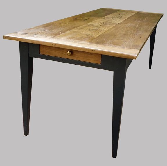 Table ancienne repeinte great jolie table ancienne peinte for Table cuisine en bois