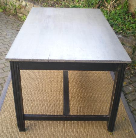 Jolie table rectangulaire ancienne en bois peint deco cuisine for Table bois ancienne rectangulaire