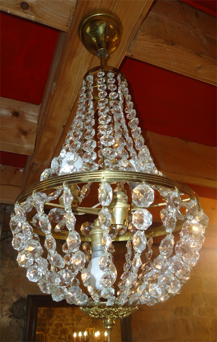 lustre montgolfiere ancien avec pampilles de cristal. Black Bedroom Furniture Sets. Home Design Ideas