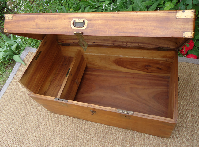 malle de transport ancienne en bois de camphrier officier de marine. Black Bedroom Furniture Sets. Home Design Ideas