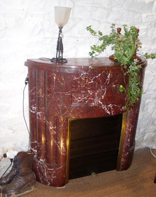 Très beau manteau de cheminée de style art deco de forme arrondie