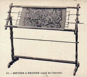 m tier broder ancien en bois fruitier. Black Bedroom Furniture Sets. Home Design Ideas