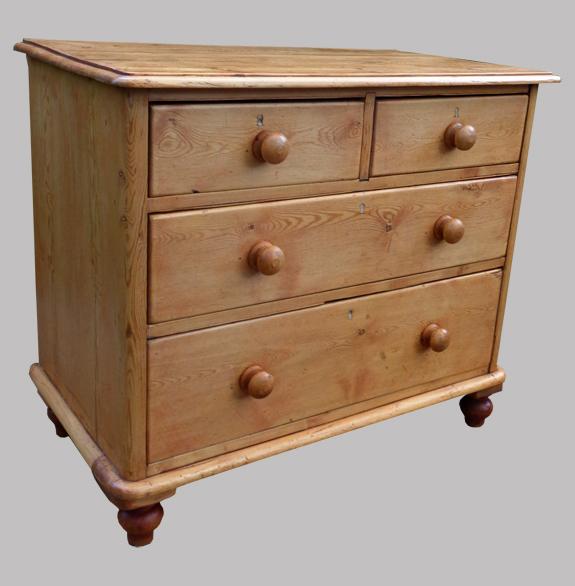meuble anglais typique commode ancienne en pin