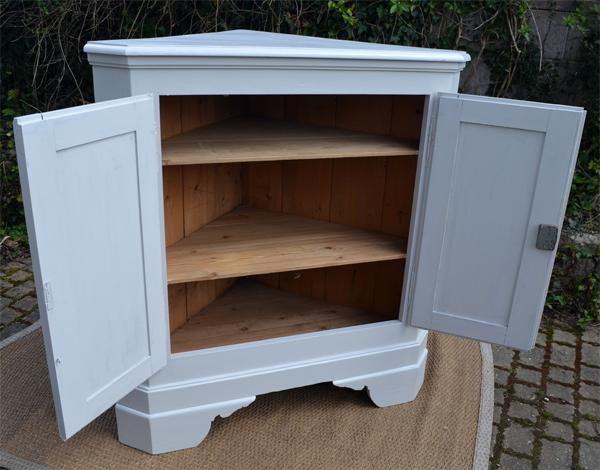 meuble de coin ancien en bois peint. Black Bedroom Furniture Sets. Home Design Ideas