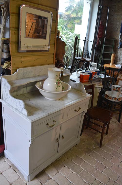 Meuble de toilette avec son joli plateau de marbre blanc for Meuble dessus de toilette