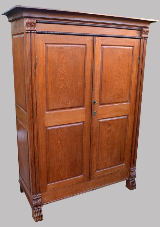 armoire ancienne en teck clair. Black Bedroom Furniture Sets. Home Design Ideas