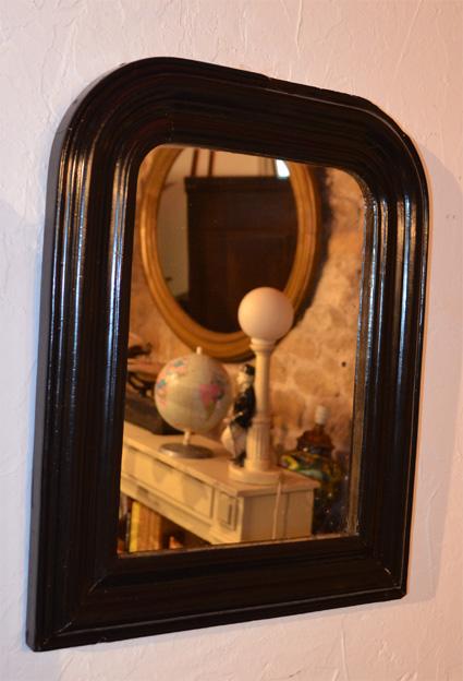 Petit miroir ancien en bois et pl tre peint en noir for Miroir bois noir