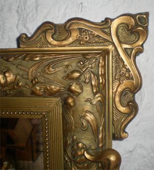 beau et grand miroir ancien avec fronton decor d 39 un motif floral. Black Bedroom Furniture Sets. Home Design Ideas