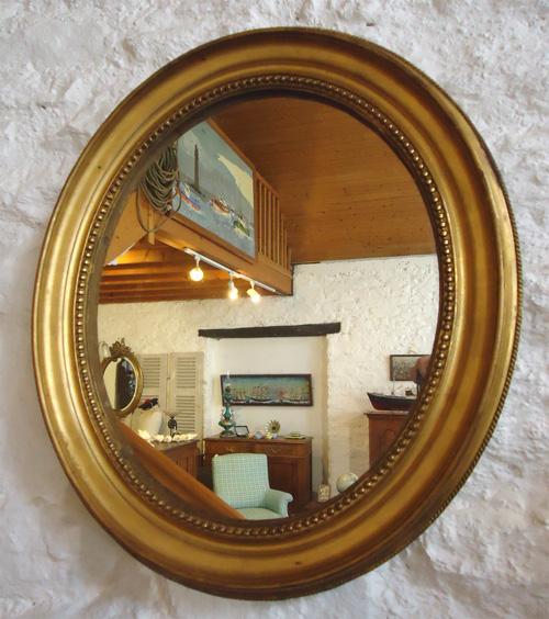 miroir ancien de forme ovale cadre dor avec d cor en rang de perles. Black Bedroom Furniture Sets. Home Design Ideas