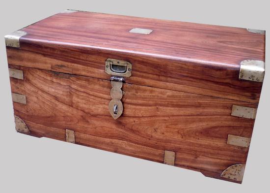 malle en bois de camphrier origine chine avec serrure et poign es de portage en laiton. Black Bedroom Furniture Sets. Home Design Ideas