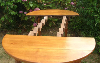 b nisterie d tails finition d 39 une table en merisier avec rallonges et syst me coulisseaux. Black Bedroom Furniture Sets. Home Design Ideas